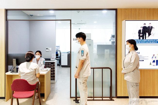2백71명 전 직원을 대상으로 코로나19 검사를 실시했고, 전원 '음성' 판정을 받았다.