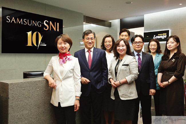백혜진 전략담당(맨 왼쪽)과 삼성증권 SNI 임직원들.