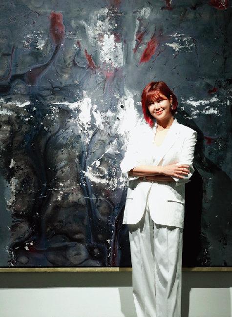가수 솔비는 2012년 프로 작가 데뷔 후 꾸준히 작품을 선보이고 있다. 사진은 2019년 개인전 당시.