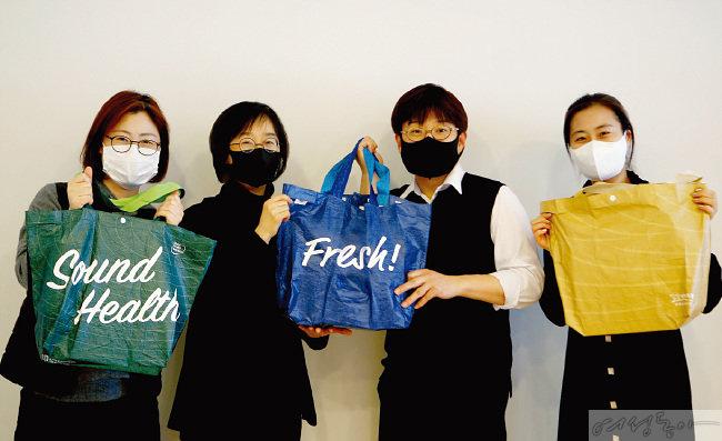 탈플라스틱 캠페인 '고고챌린지'에 동참한 김선희 사장(왼쪽 두 번째).