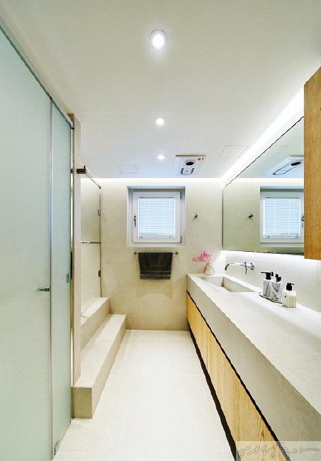 세면대, 욕조 등을 모두 분리해 욕실 활용도를 높였다.