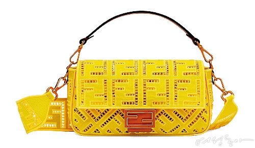 아일릿 펀칭 디테일과 통통 튀는 색감이 인상적인 백. 4백19만원 펜디.