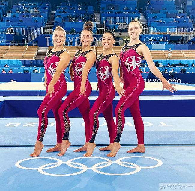 도쿄올림픽에서 레깅스 타입의  유니폼을 입고 등장한 독일 체조대표팀. 선수들은 유니폼의 선택의 폭이 넓어져야 한다고 말한다.