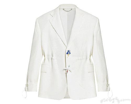 스포티 테일러드 재킷 6백45만원  루이 비통.