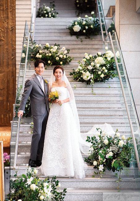 이완 부부의 성당 결혼식.
