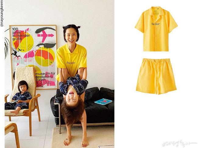 김나영이 선택한 집콕 룩은 유쾌한 옐로 컬러와 블루 레터링이 돋보이는 제품. 여기에 꼭지 머리 헤어 스타일링으로 귀여움 지수 업!