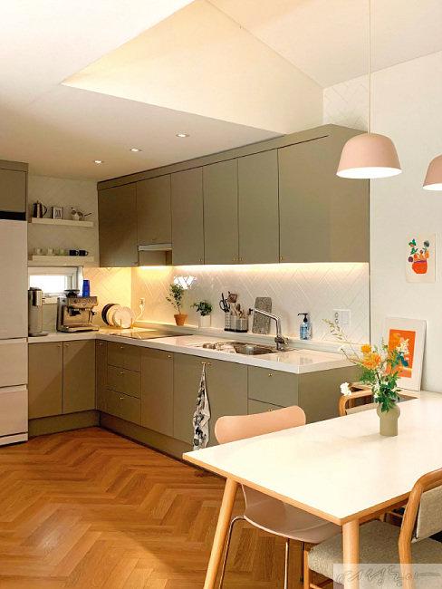 주방 층고를 높이는 공사로 좀더 입체적인 집의 모습이 완성됐다.
