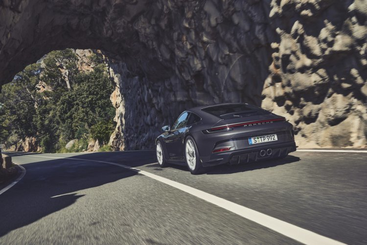 '911 GT3 투어링 ' 패키지 공개… 포르쉐 모터스포츠 기술력 과시