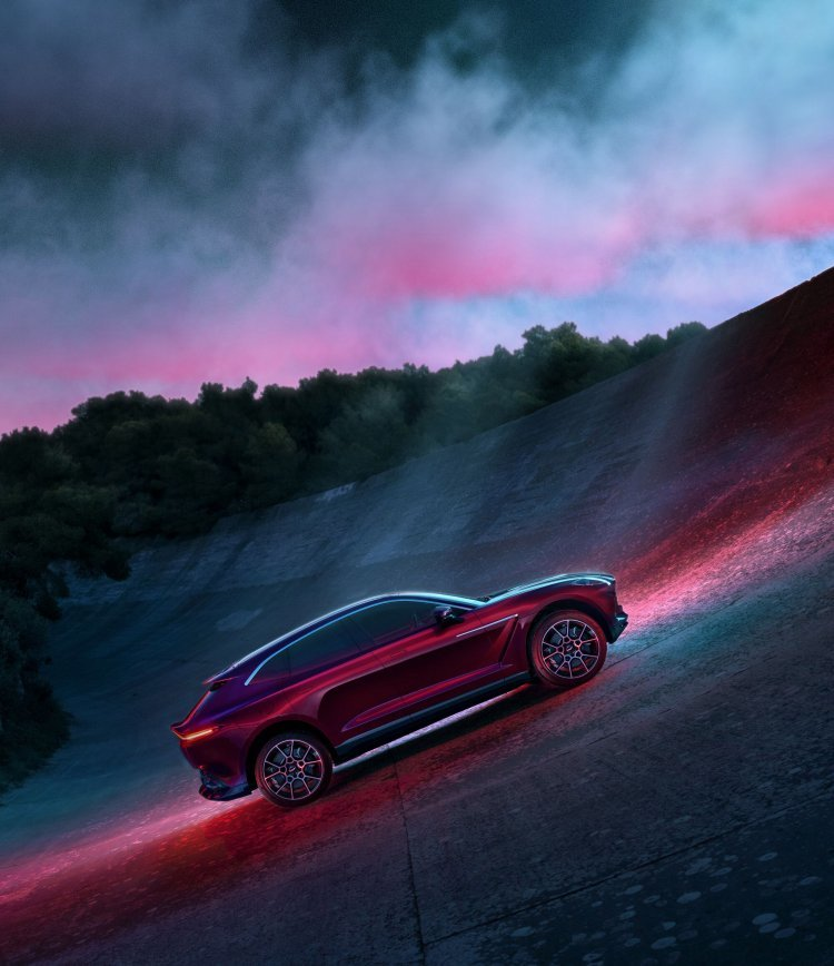 애스턴마틴 106년 역사 최초 SUV 'DBX' 공개