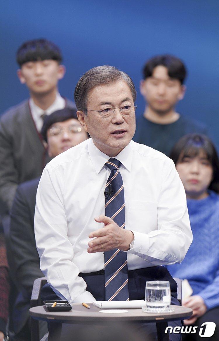 """文대통령 """"집값 더 강력한 대책""""…국토부 '추가카드' 내놓나"""