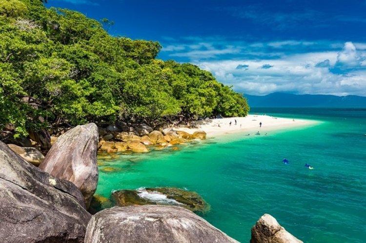 올 여름 세계인이 꿈꾸는 '현지 여행지'는…역시 '섬'
