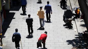 '정년 넘어도' 일하는 한국인…노인 3명 중 1명 근로·구직중