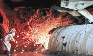 철광석값 천정부지… 1년새 160% 뛰어 제조업 비상