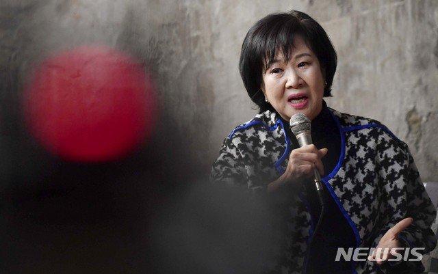 """'투기 의혹' 손혜원 기소에… 野 """"사퇴하라""""…與, 침묵으로 일관"""