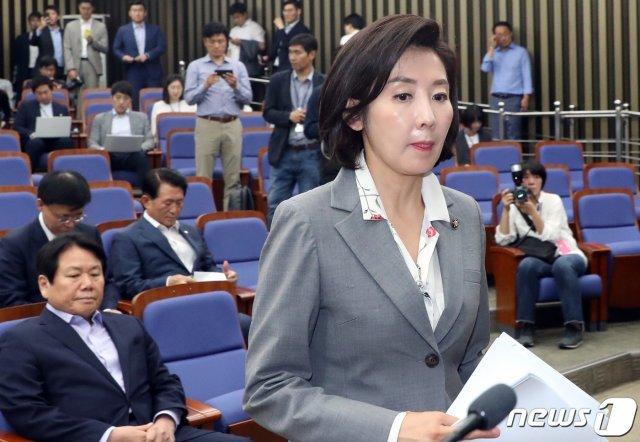 한국당, 여권에 '맹폭'…손혜원·양정철·문다혜에 드루킹까지 등장