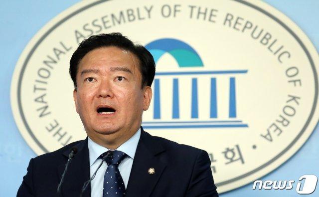 """민경욱 """"黃 대표와 文대통령 아들 채용의혹 동시특검을"""""""
