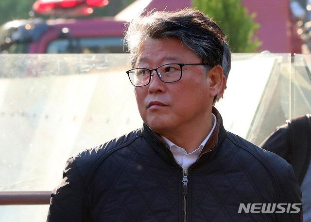 """애국당, '우리공화당'으로… """"박근혜와 교감"""" 당명 변경"""