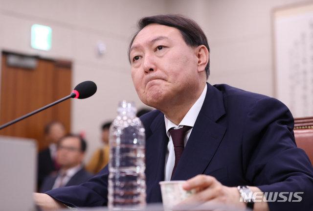 文대통령, 윤석열 임명…청문보고서 없는 16번째 인사