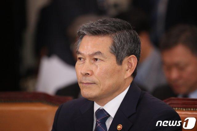 """정경두 국방장관 """"김원봉, '국군 뿌리'로 인정 못 해"""""""
