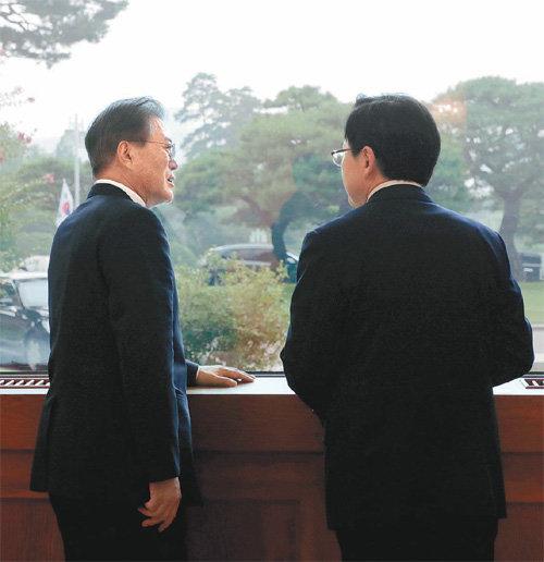 """黃대표 """"대일특사 서둘러야"""" 文대통령 """"무조건 보낼 일 아니다"""""""