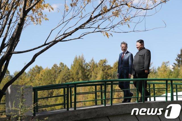 文대통령-김정은, 11월 '한-아세안 정상회의' 계기 부산서 마주 앉을까