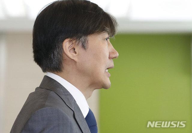 """조국 """"사모펀드 기부하고, 웅동학원 손뗀다"""" 발표"""