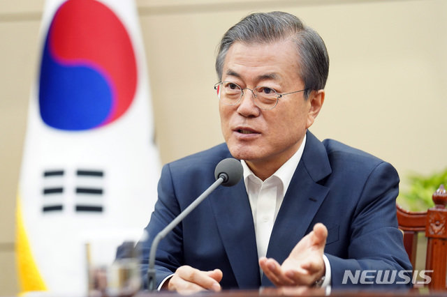 文대통령 지지율 39%…취임 후 40%선 첫 붕괴 [한국갤럽]