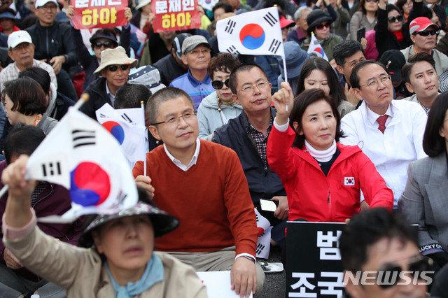 한국당, 조국 사퇴 후 첫 집회…'反조국'서 '反문재인'으로