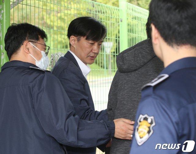 정경심 변호인단 절반가량 사임…'檢 출신 변호사 역할 끝'