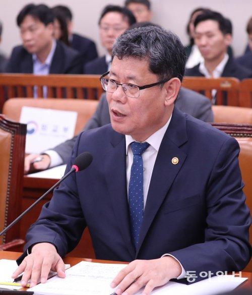 [사설]김연철 통일부 장관의 北送 거짓말 의혹, 덮고 갈 수 없다