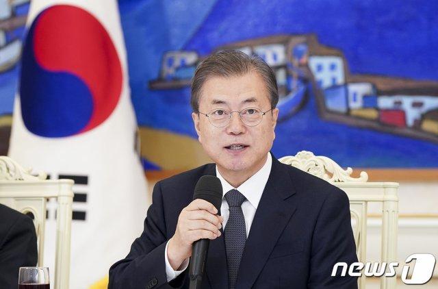文대통령 국정지지율 48%로 올라…'외교 잘함' 가장 많이 꼽혀