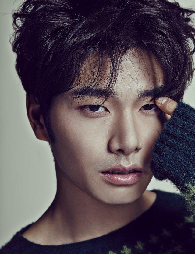 이이경, 배우→트로트가수 된다…'칼퇴근' 노래 발표