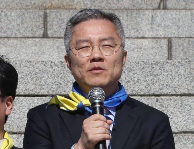 """최강욱, 1억 넘는 렉서스 타면서 """"친일 척결"""" 외쳐"""