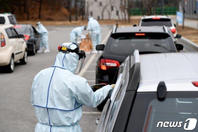 """美 인터넷 매체 """"한국 봉쇄 없이 코로나 진정시킨 세계 유일의 민주국가"""""""