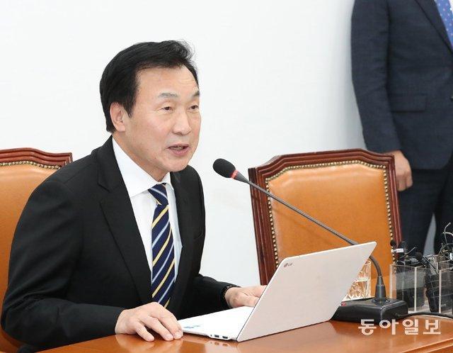 """손학규-서청원 비례 2번 차지… 정치권 """"욕심 지나쳐"""""""