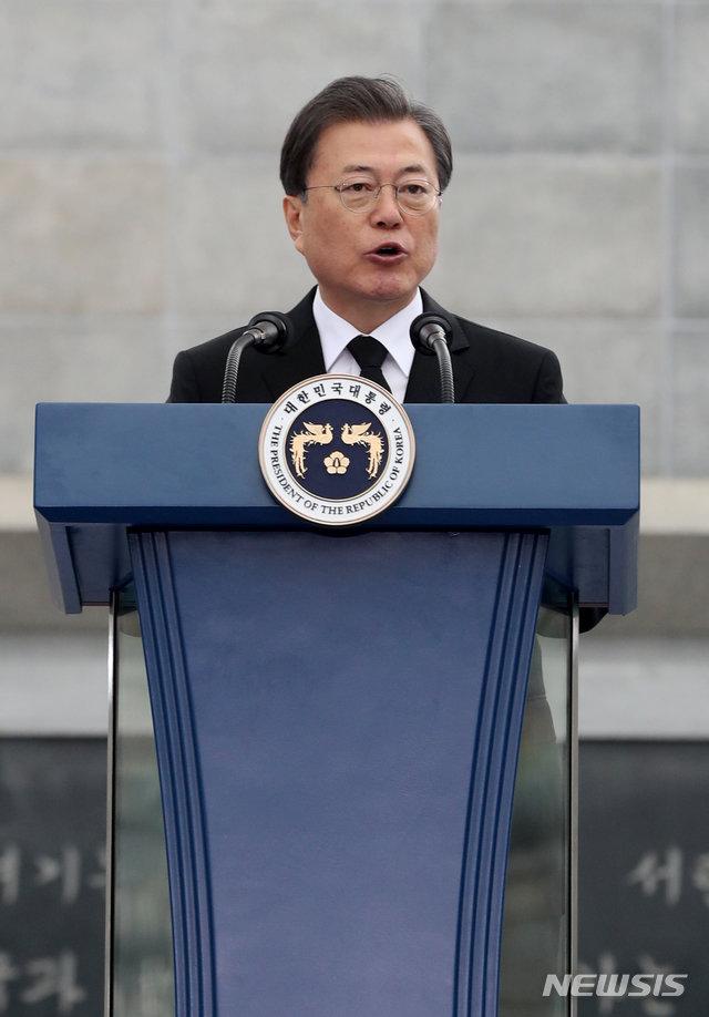 """文대통령 """"서해수호 영웅들의 희생·헌신, 애국심의 상징"""""""
