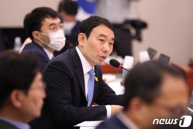 CBS라디오 출연 김용민 민주당 의원, 코로나 '음성' 판정 : 뉴스 : 동아닷컴